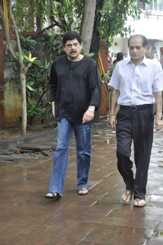 Bollywood Celeb Spotted At The Funeral Of Veteran Actor Pran