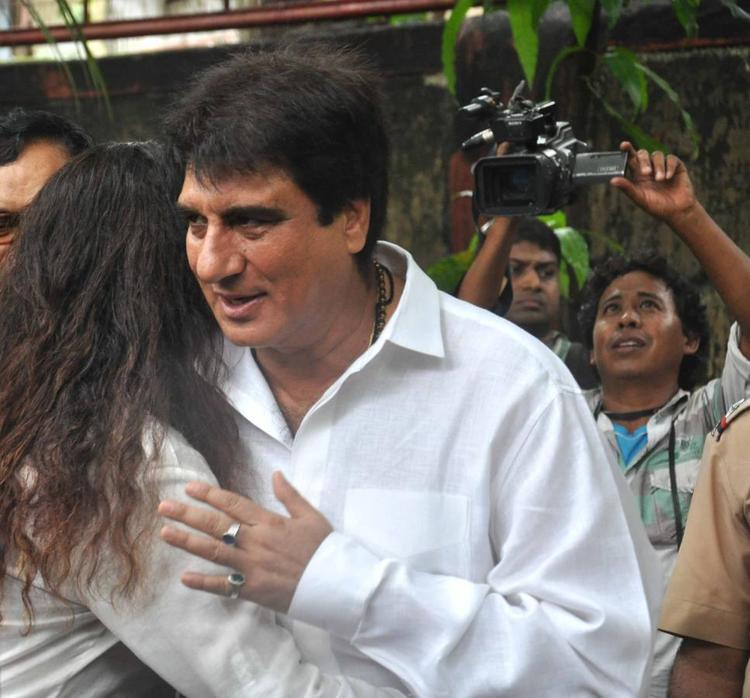Raj Babbar Snapped To Bid Farewell To The Beloved Pran Sahab