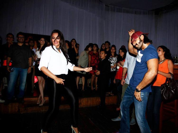 Sonakshi And Ranveer Dancing Still During Lootera Success Bash