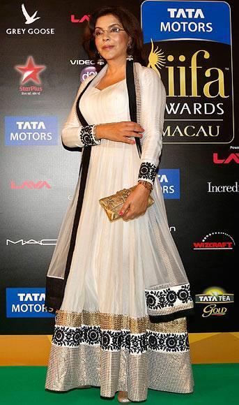Zeenat Aman Looks Hot In White Dress On Green Carpet At IIFA 2013