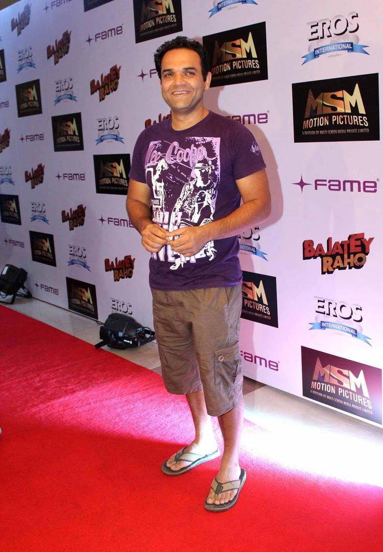 A Celeb Posed In Red Carpet At The Premiere Of Bajatey Raho Movie