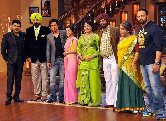 Kapil,Navjot Singh,SRK,Sumona,Upasana,Sunil,Ali Asgar And Rohit Posed For Camera On The Sets Of Comedy Nights With Kapil