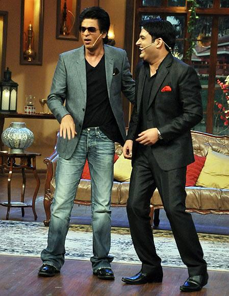 SRK Cool With Stand Up Comedian Kapil On The Sets Of Comedy Nights With Kapil