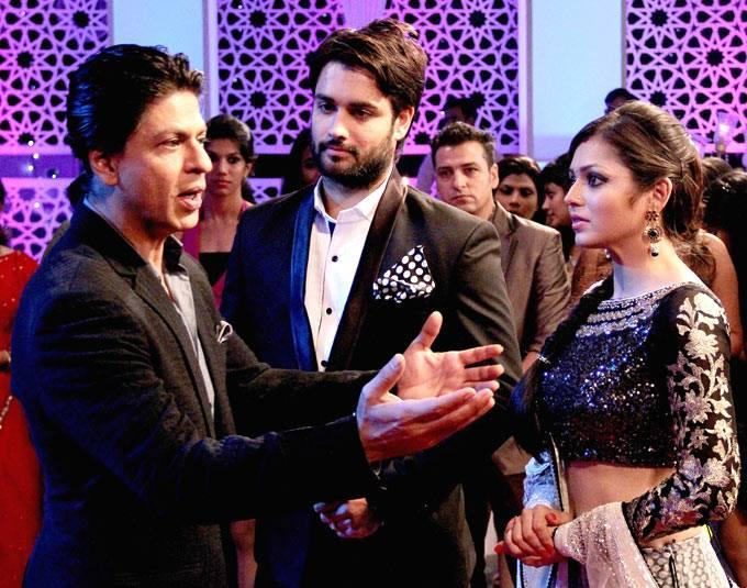SRK,Vivian And Drashti Cool Chatting On The Sets Of Madhubala Ek Ishq Ek Junoon During The Promotion Of Chennai Express