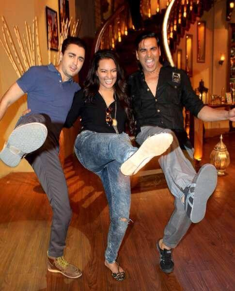 Akshay,Sonakshi And Imran Strikes A Pose During OUATIMD Promotion