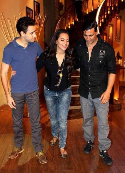 Sonakshi,Imran And Akshay Kumar On The Sets Of Comedy Nights