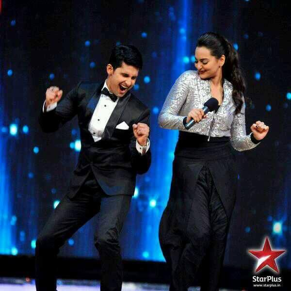 Ravi Dubey And Sonakshi Sinha Dancing Still At IDS Stage