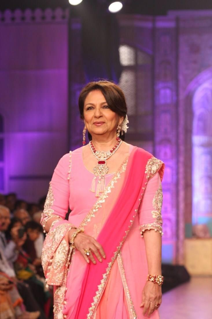 Yesteryear Diva Sharmila Tagore On The Ramp At IIJW 2013