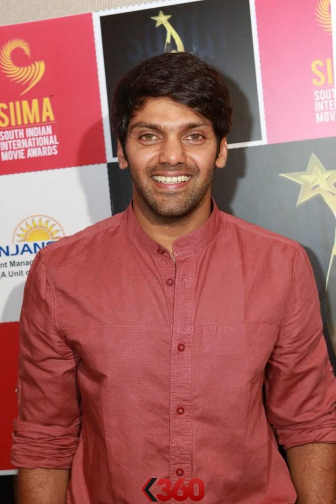Arya Smiling Cool Look At 2nd Edition Of SIIMA Awards 2013