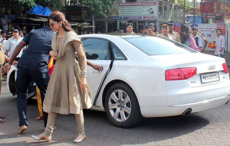 Deepika Padukone visited Siddhivinayak Temple To Seek Blessings For Chennai Express Success