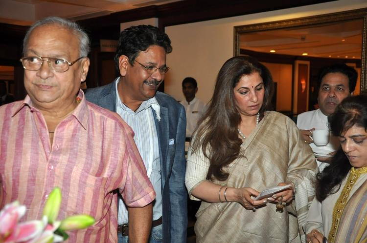 Dimple Kapadia With Her Guest's At Rajesh Khanna's Statue Launch Event