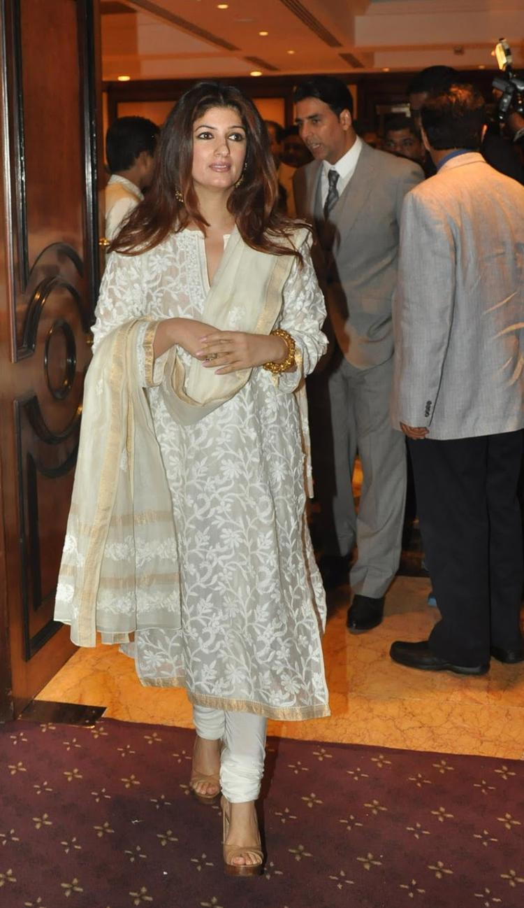 Twinkle Khanna Attended The Unveiling Of Rajesh Khanna's Statue In A Simple White Suit Designed By Abu Jani And Sandeep Khosla