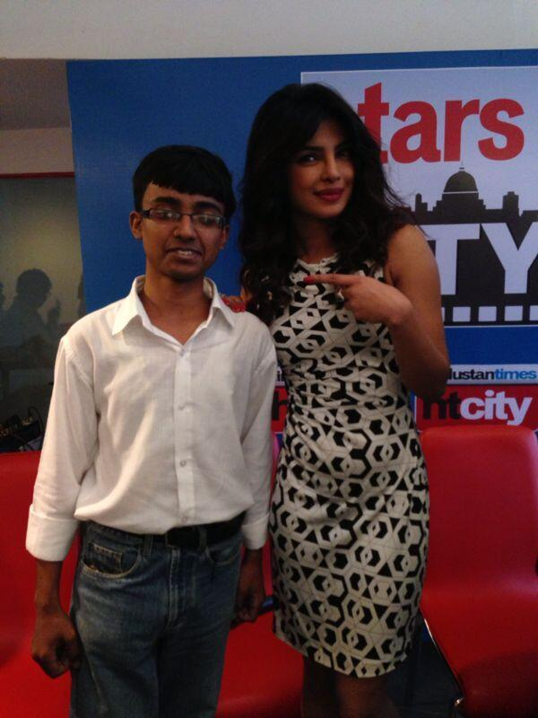 Priyanka Chopra Posed With A Fan At Hindustan Time's Stars In The City During The Promotion Of Zanjeer