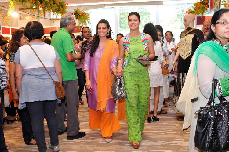 Kajol And Mana Attended The Trousseau Araaish Fashion Exhibition