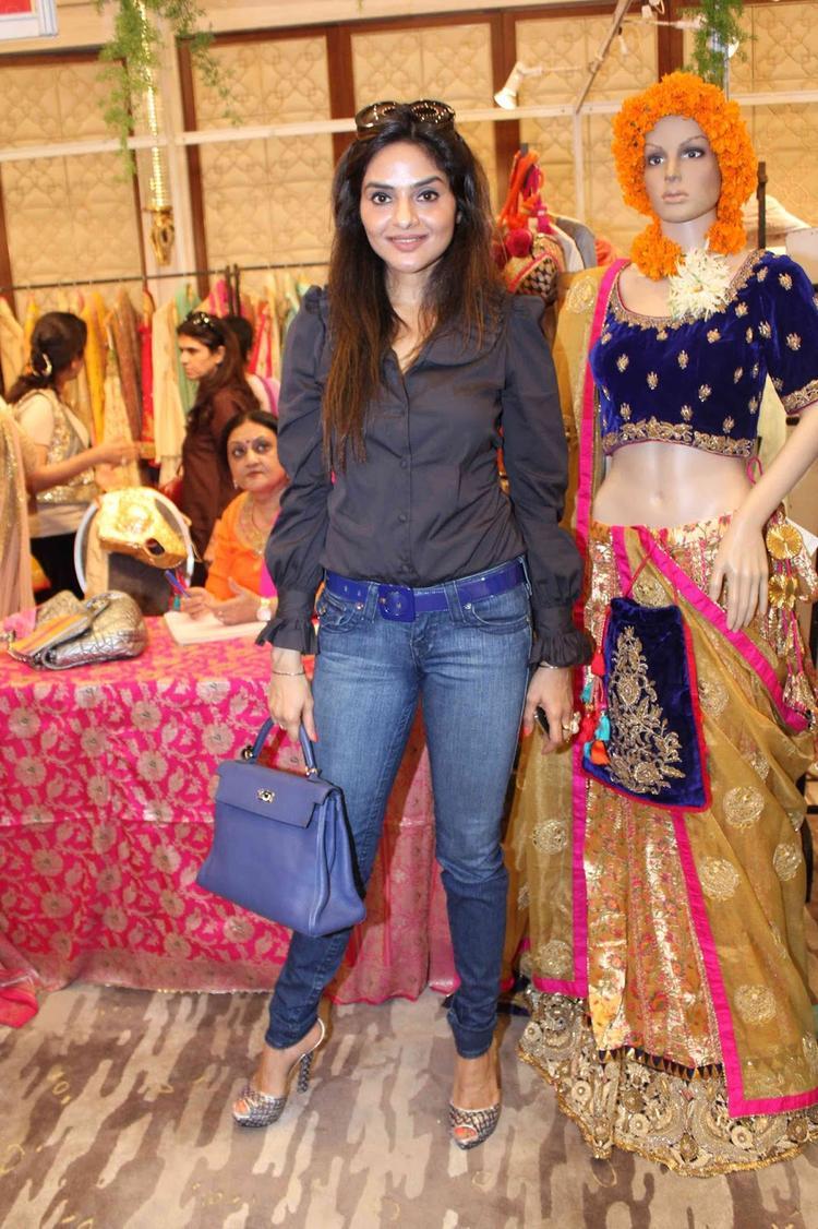 Madhoo Pose For Photo Shoot During Araaish Fashion Exhibition