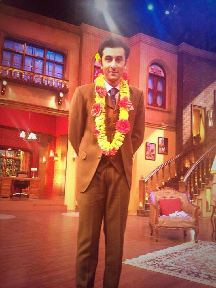 Ranbir Kapoor Cool Look During The Promotion Of Besharam On The Sets Of Comedy Nights With Kapil