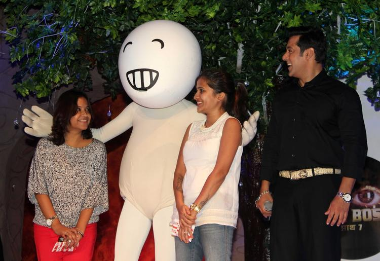 Salman Khan Clicked With Vodafone Zoozoo And Fans At Bigg Boss 7 Press Launch Event