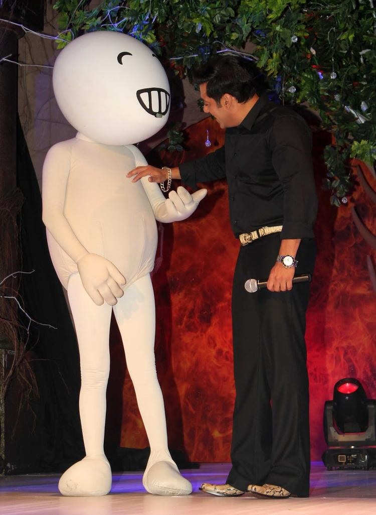 Salman Khan Cooled With Vodafone Zoozoo During The Press Launch Of Bigg Boss 7