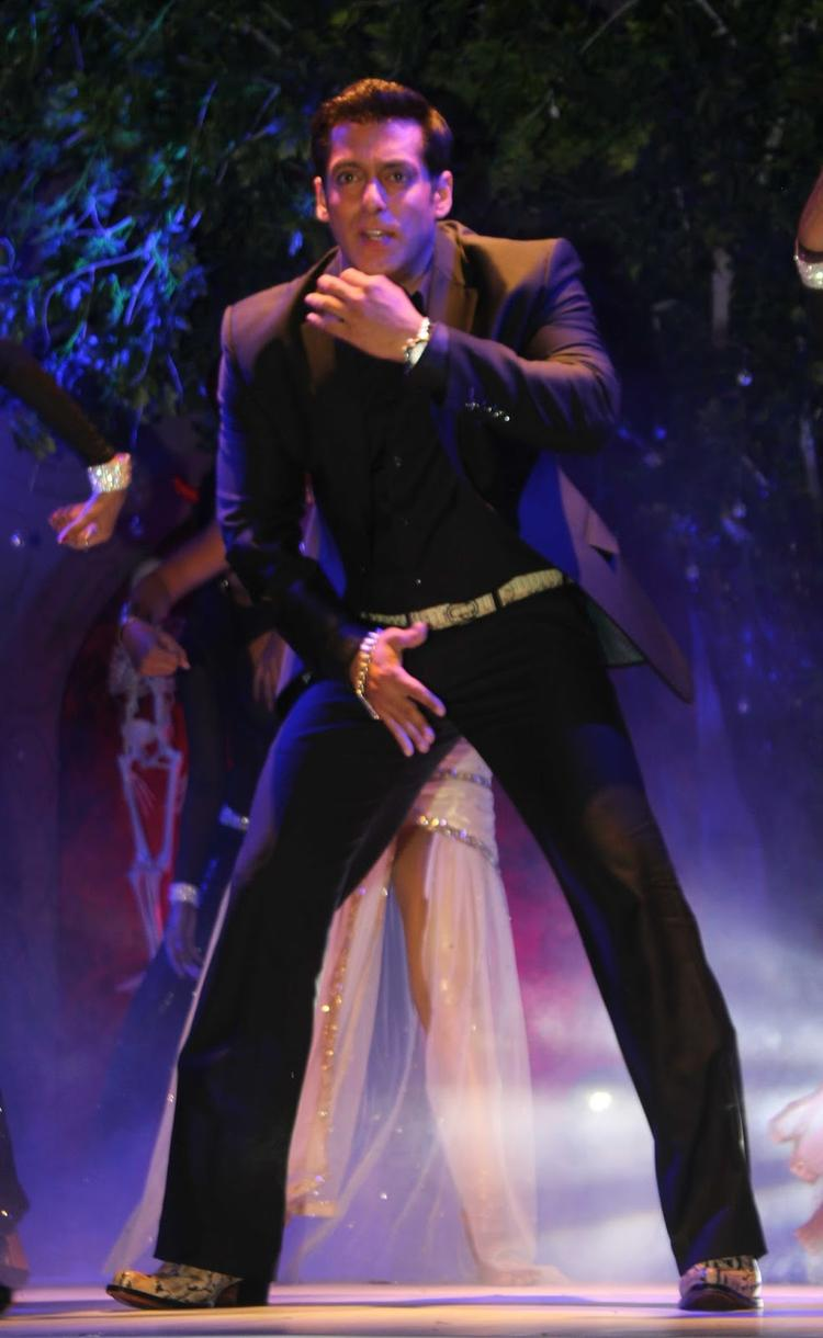 Salman Khan Danced On The Stage During The Press Launch Of Bigg Boss 7