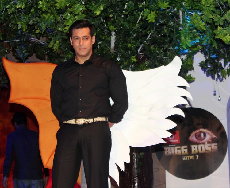 Salman Khan Posed For Camera At Bigg Boss 7 Press Launch Event