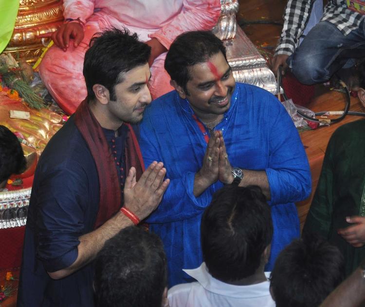 Ranbir And Shankar Greet The Fans At Lalbaugcha Raja Ganpati Pandal