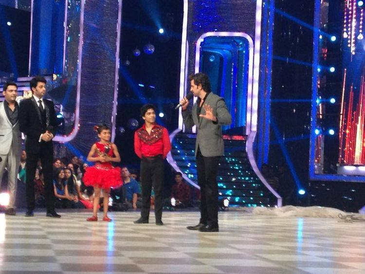 Hrithik Promoting His Film Krrish 3 On The Sets Of Reality Show Jhalak Dikhla Jaa 6