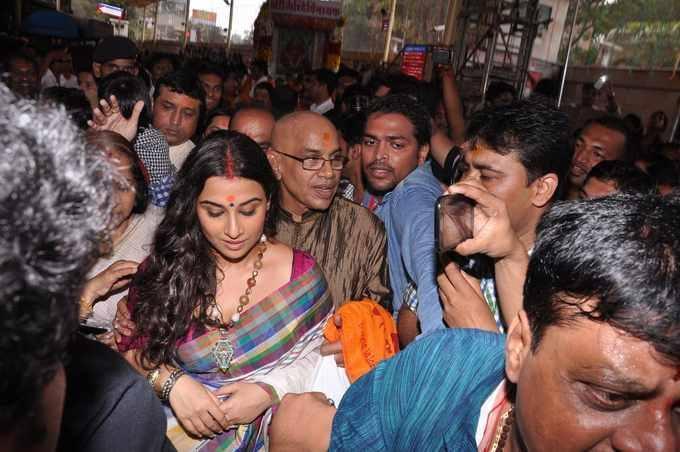 Vidya Balan Formal Beautiful Look In Saree At Siddhivinayak Temple In Mumbai