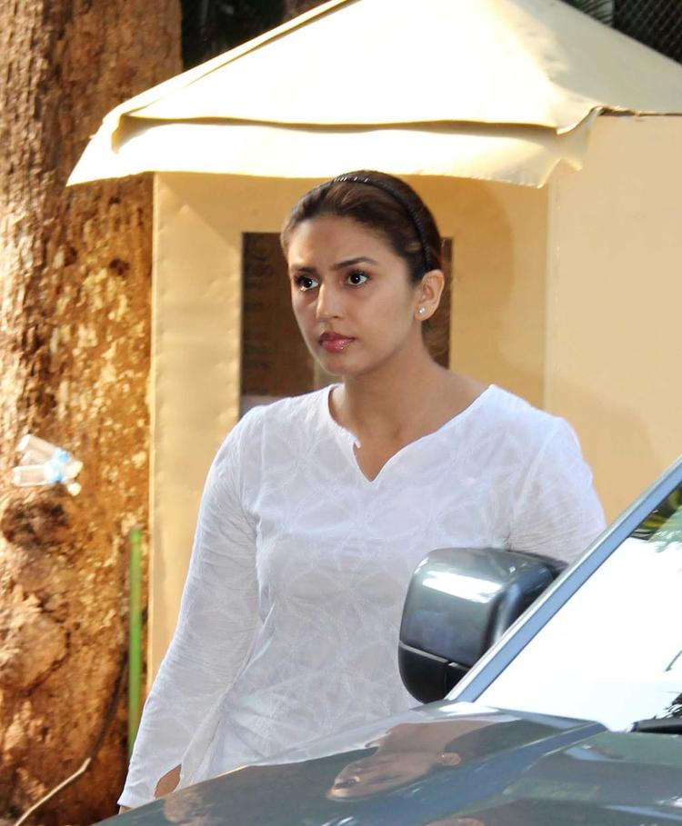 Huma Qureshi Arrives At Madhuri Dixit's Father Prayer Meet
