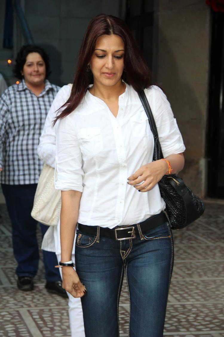 Sonali Bendre At Madhuri Dixit's Father Prayer Meet