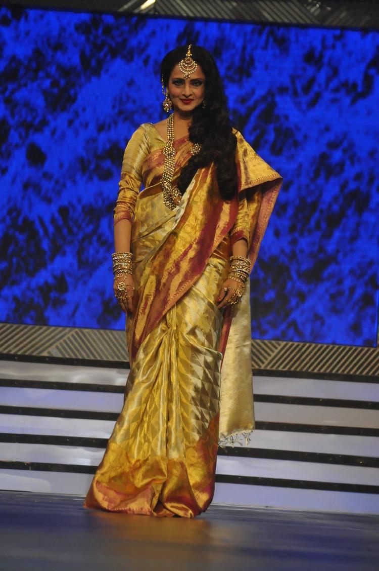 Rekha Traditional Trendy Look On Ramp At Yash Chopra's 81st Birth Anniversary Tribute Event