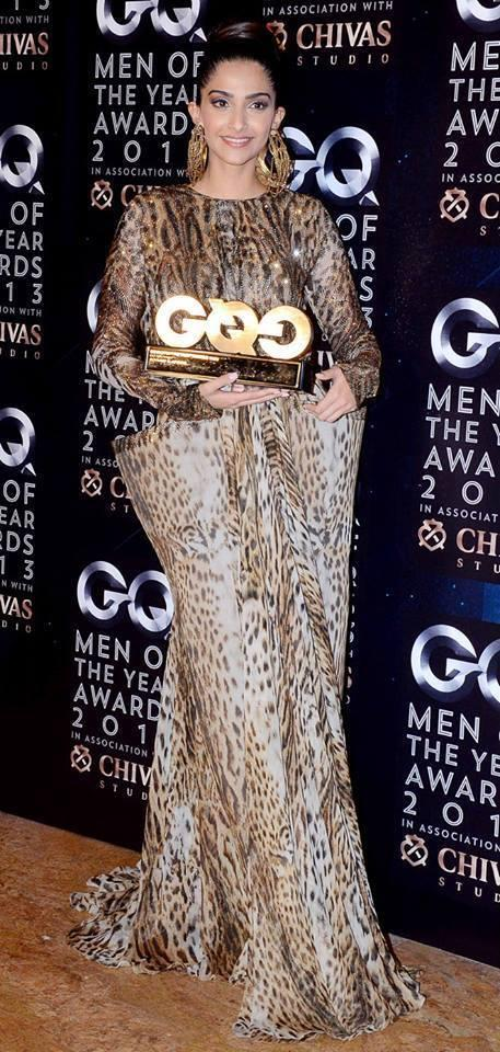 Sonam Kapoor Posed With GQ Awards At GQ Men Of The Year Awards 2013