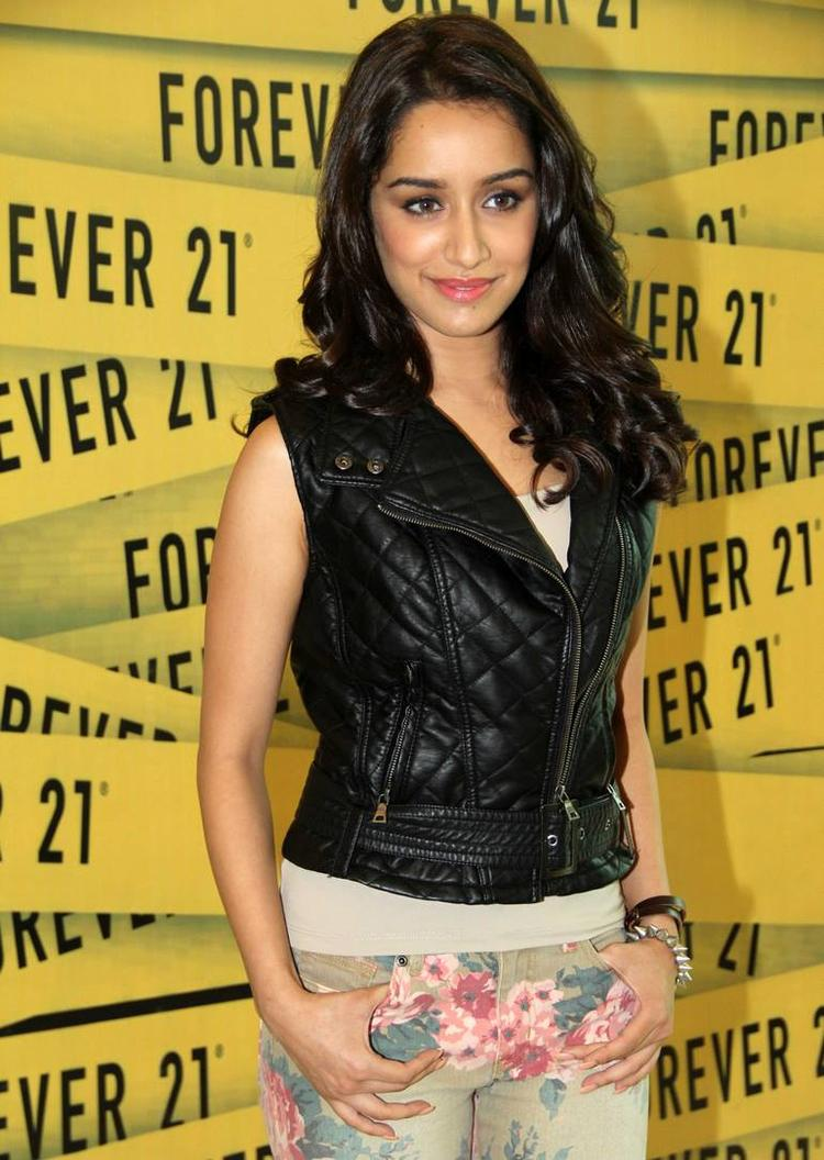 Shraddha Kapoor Strikes A Nice Pose At Oberoi Mall