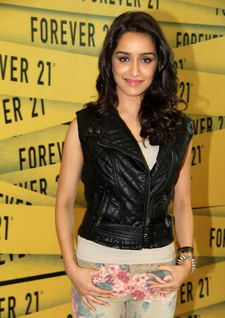 Shraddha Snapped At Newest Oberoi Mall To Launched Forever 21's Store