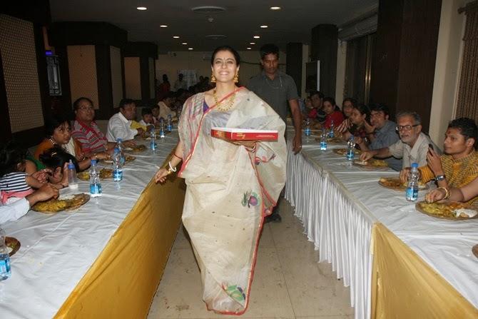 Kajol Devgan Nice Still In Sare During The Durga Puja In Mumbai