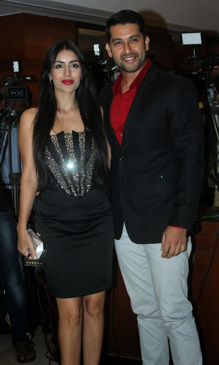 Aftab And Nin Spotted At Bash of Grand Masti For Making 100 Crores