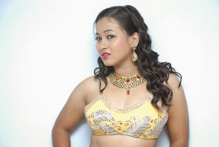 Sneha Hot Look At Emo Emavuno Team Interview