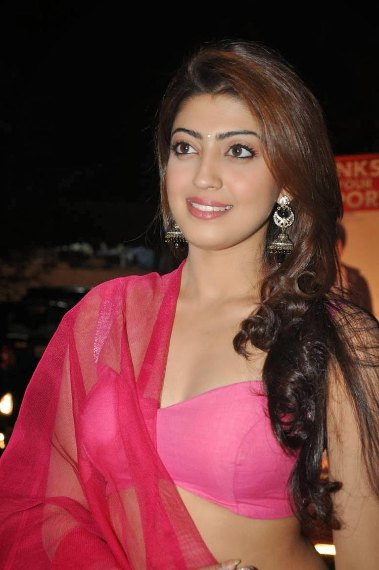Pranitha Subhash Stylish Look At Attarintiki Daredi Movie Thank You Press Meet Function
