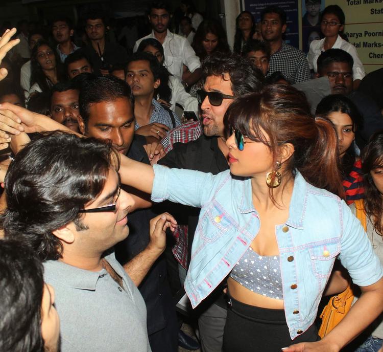 Priyanka With A Casual Look For Promoting Krrish 3 At Mumbai's Mithibai College