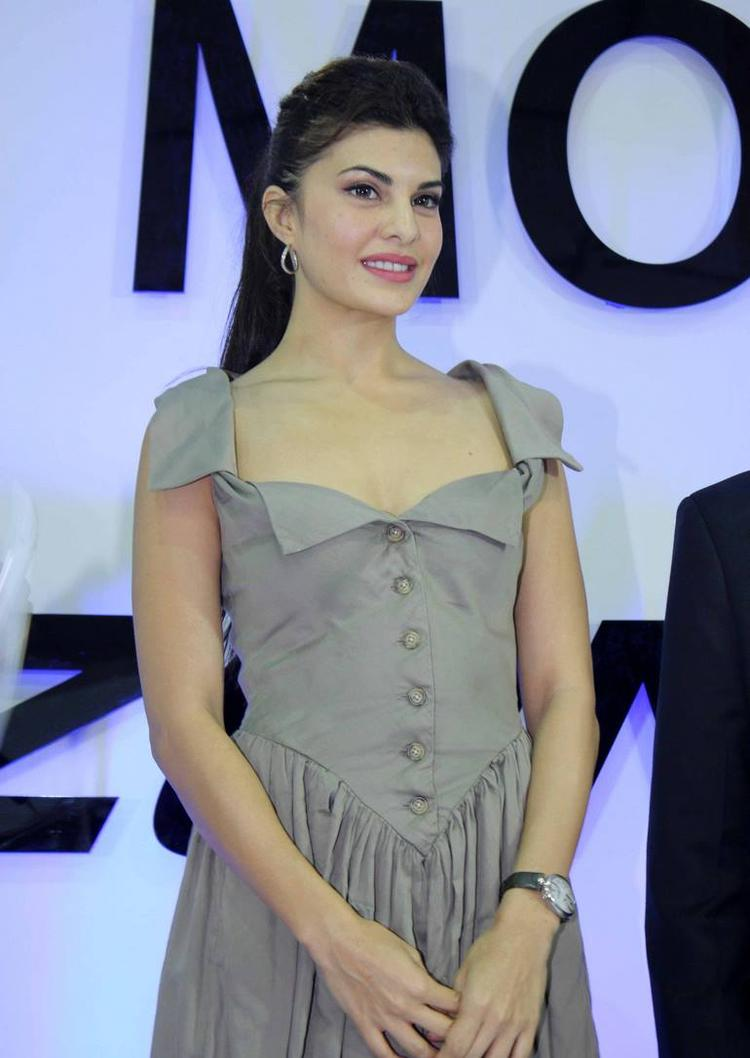 Jacqueline Fernandez Sizzles At The Autocar Performance Show 2013