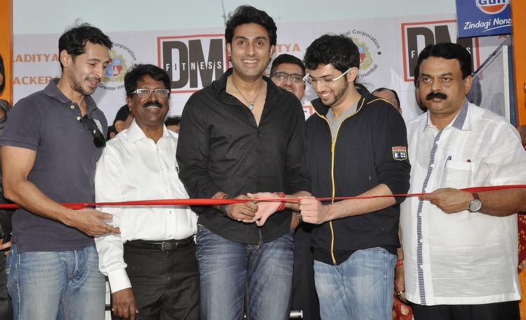 Abhishek Bachchan Help Dino Morea's DM Fitness At Worli Sea Face