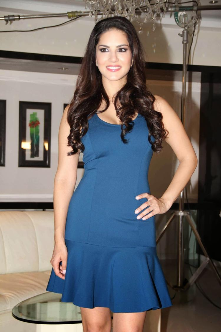 Sunny Leone Attracive Look During The Shooting Of MTV's New Drama Series MTV Webbed