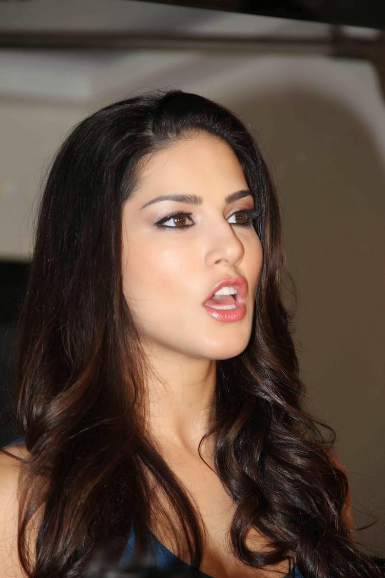 Sunny Leone Cute Face Look At MTV Webbed TV Series Photo Shoot