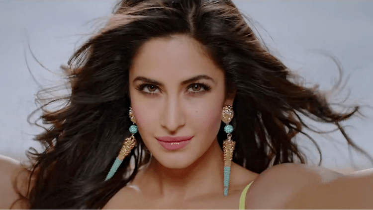 Katrina Kaif Attractive Look Pic In Dhoom Machale Song