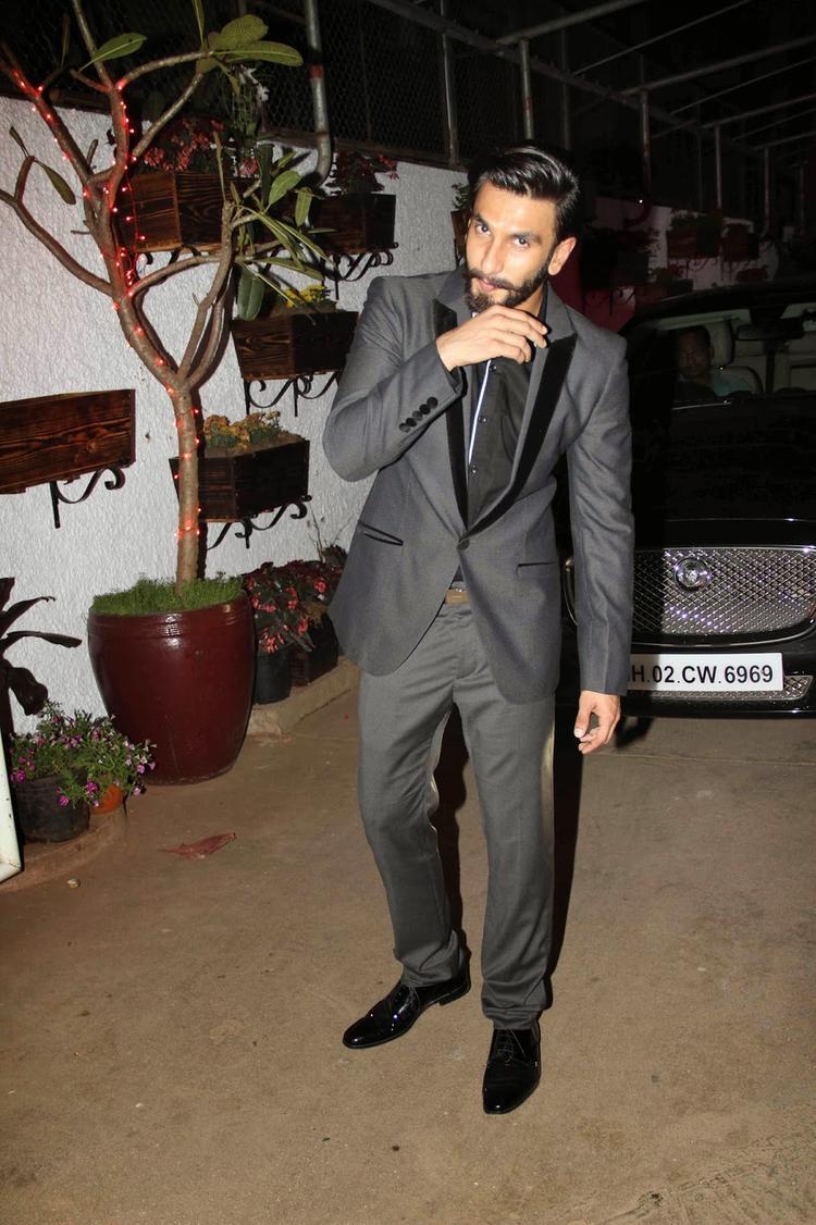 Ranveer Singh Snapped At Screening of Goliyon Ki Raas Leela Ram-Leela