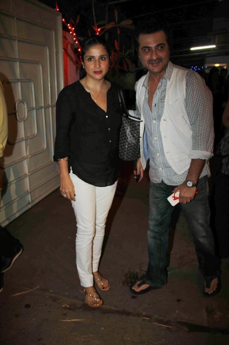 Sanjay With Wife Maheep Arrives At Screening Of Goliyon Ki Raas Leela Ram-Leela