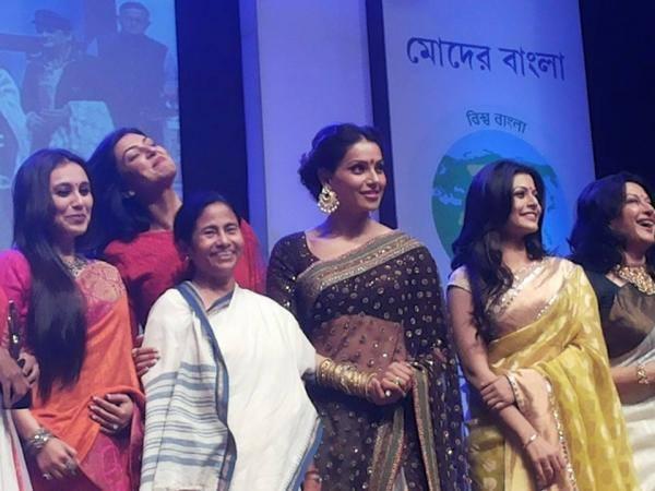 Rani,Bipasha,Mamata,Moushumi And Sushmita On The Stage Of The Kolkata International Film Festival