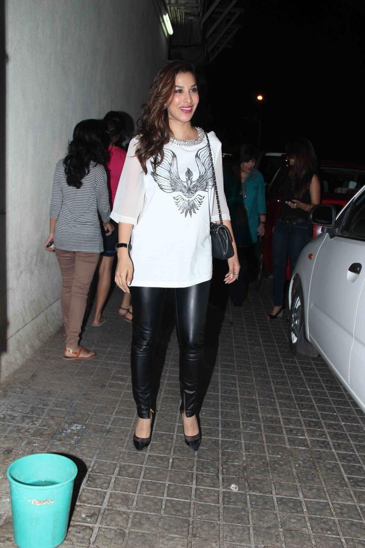 Sophie Choudry In Mumbai For Gori Tere Pyaar Mein Special Screening