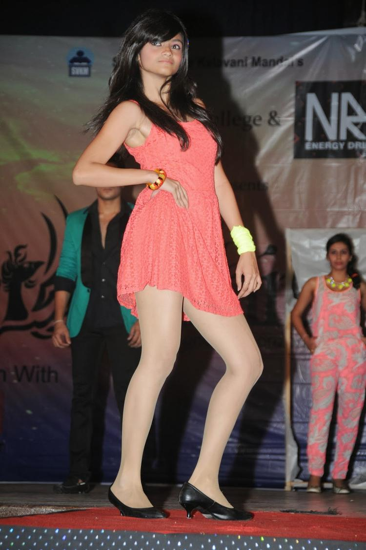 A Model In Ramp During The Promotion Of Heartless Movie At Mithibai College Festival