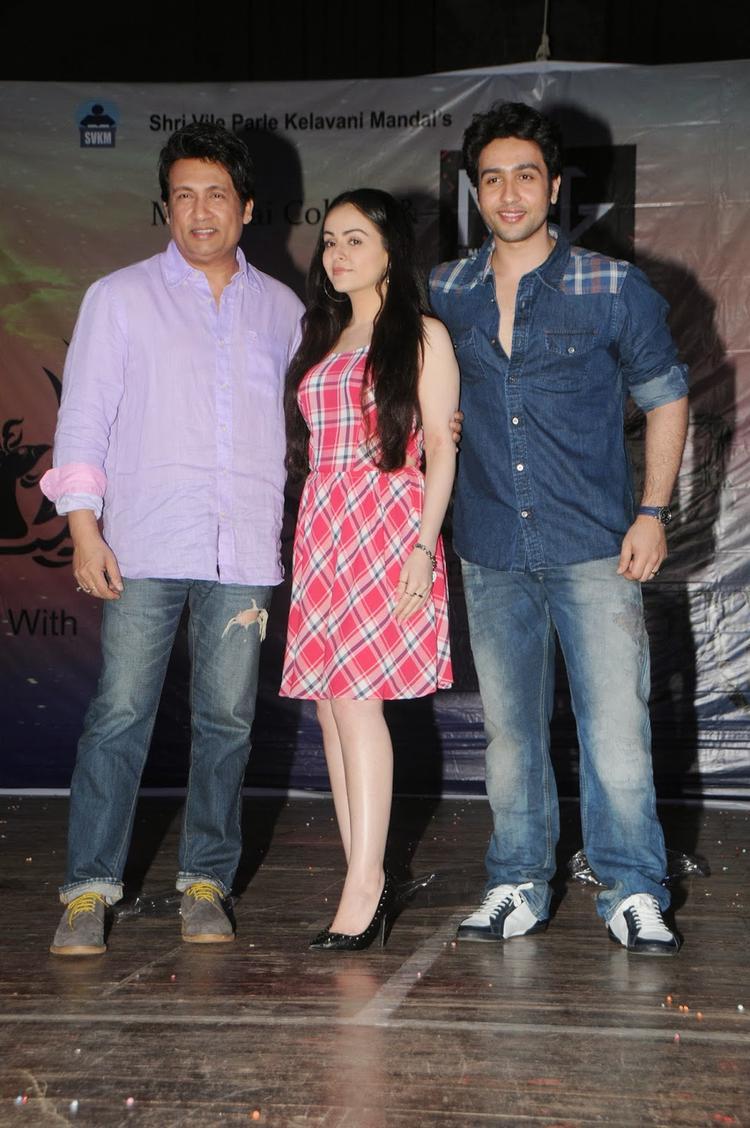 Shekhar,Ariana And Adhyayan Posed At Panache Fashion Show In Mithibai College