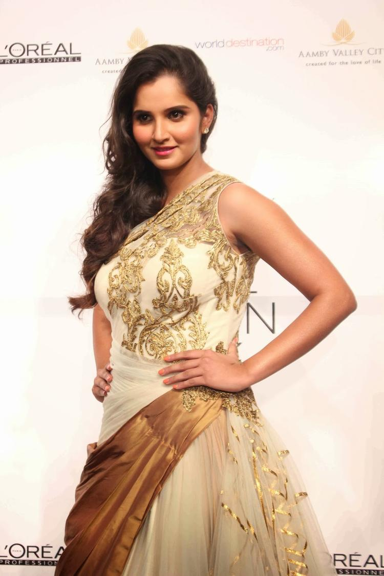 Tennis Queen Sania Mirza Spotted At AVIBFW 2013 Show